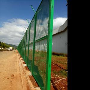 监狱外围墙防攀爬358安全围栏规格及特点