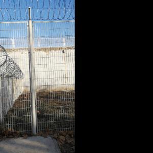 监狱围栏常见立柱连接样式