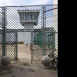 监狱梅花刺片隔离网规格