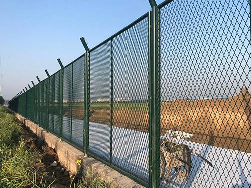 钢板网防护栅栏
